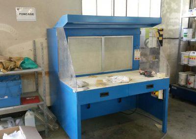 Table aspirante autonome 1.5m MH-ASPIRATIONS pour ponçage, ébavurage, ajustage de pièces aéronautique. Aspiration de poussières d'aluminium, composite.