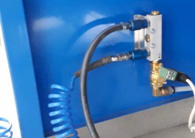 Système air comprimé sur tables aspirantes MH-ASPIRATIONS avec électrovanne pour coupure automatique. Possibilité de raccorder 2 outils pneumatiques pour ajustage, ponçage, ébavurage de pièces aéronautique.